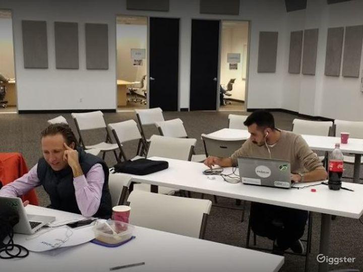 Collaborative Hot Desk Space  Photo 3