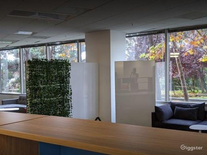 Collaborative Hot Desk Space  Photo 5