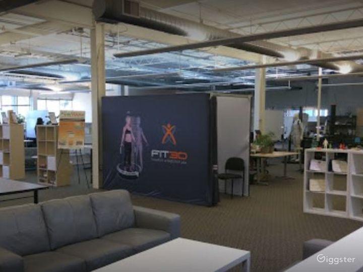 Collaborative Hot Desk Space  Photo 4