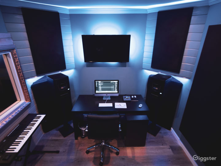 Optimized Production Studio With 40 SQ/F ISO Photo 2