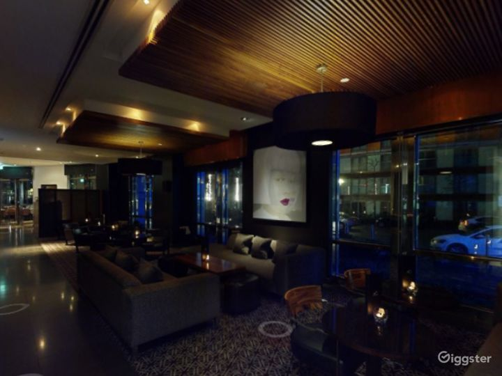 Astonishing Bar in Canary Wharf, London Photo 2