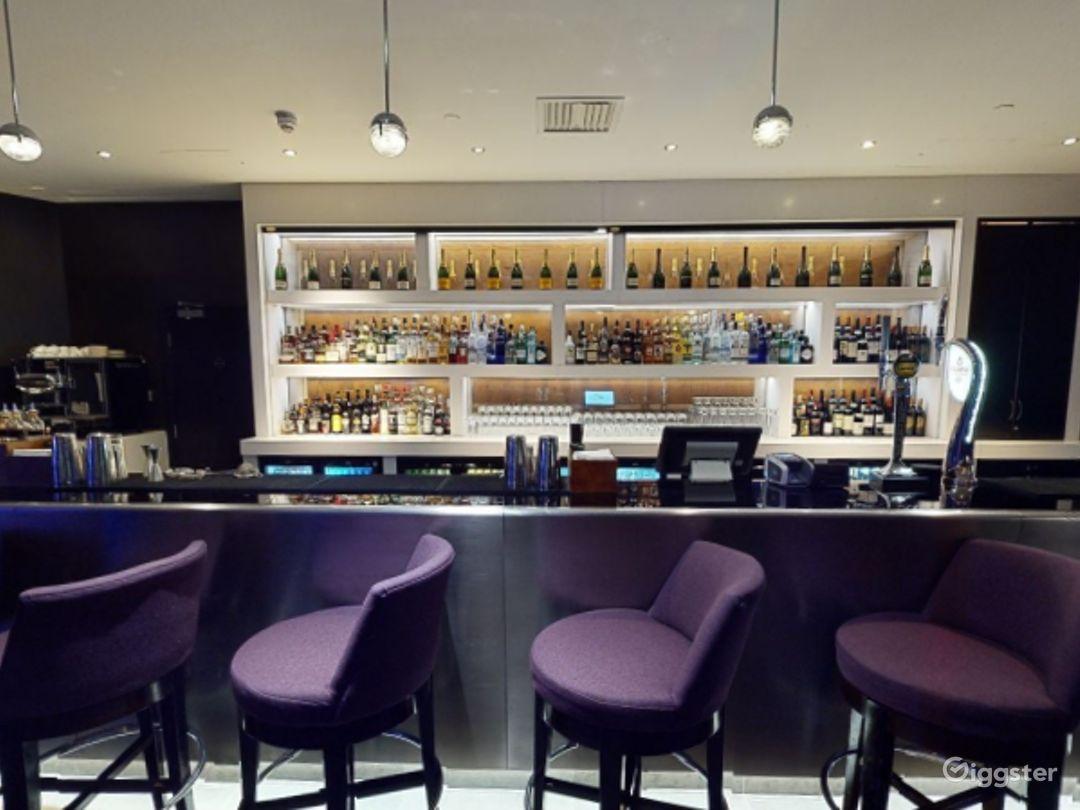 Astonishing Bar in Canary Wharf, London Photo 1