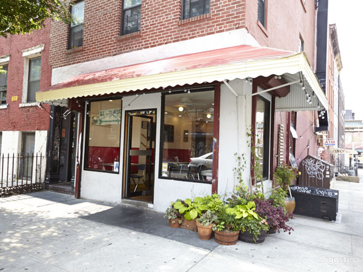 Neighborhood cafe and restaurant: Location 5030 Photo 2