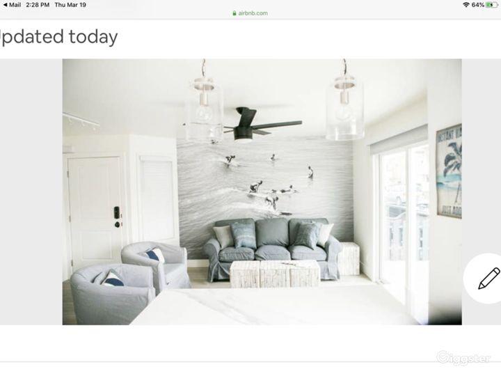 Stylish, hip Beach house with amazing lighting Photo 5