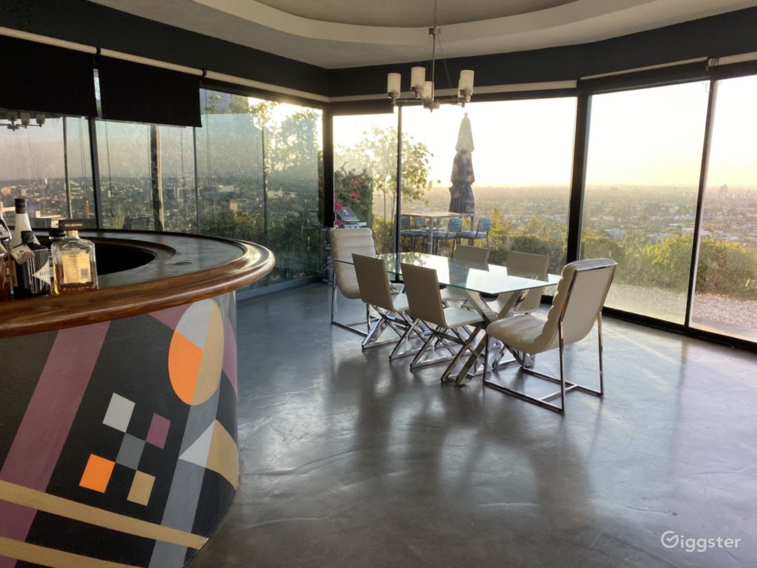 Hollywood hills house with Unobstructed views Photo 2