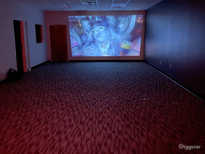 Theatre room with bluetooth projector connection