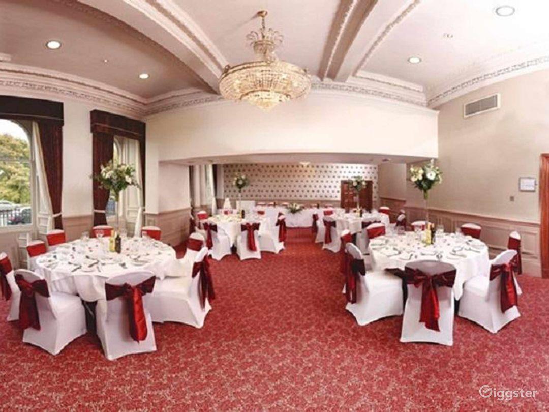 Spacious Balmoral Suite in Edinburgh Photo 1