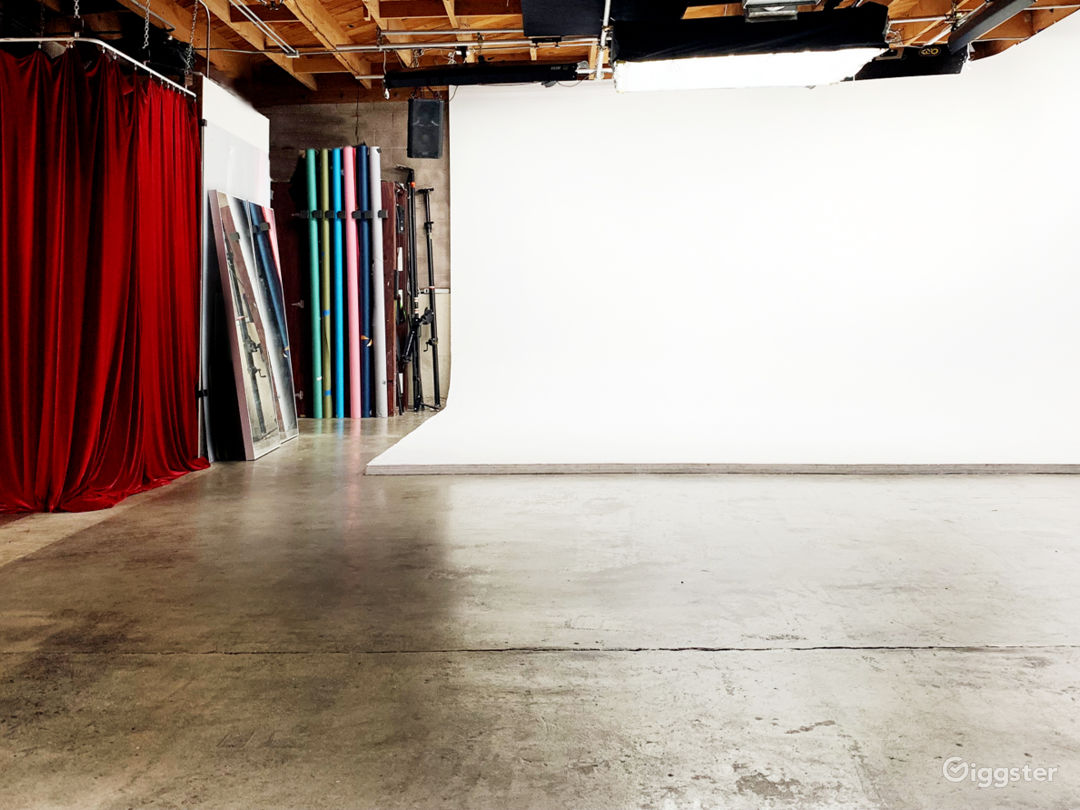 Flexible Production Space with Pre-Lit Cyclorama  Photo 1