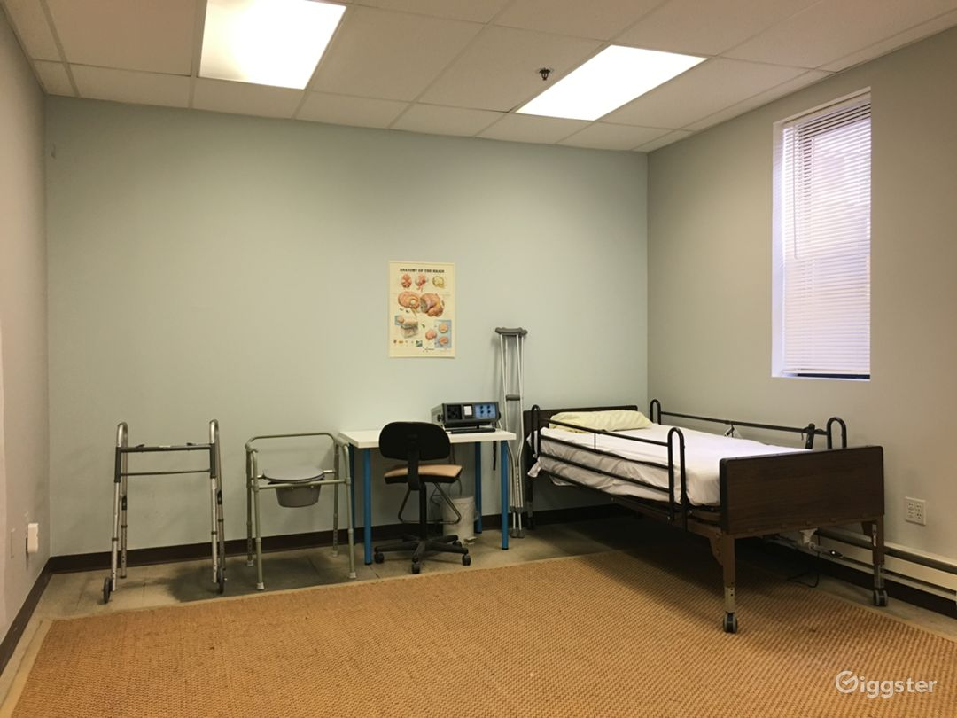 Hospital Room / Doctor's Office Photo 5