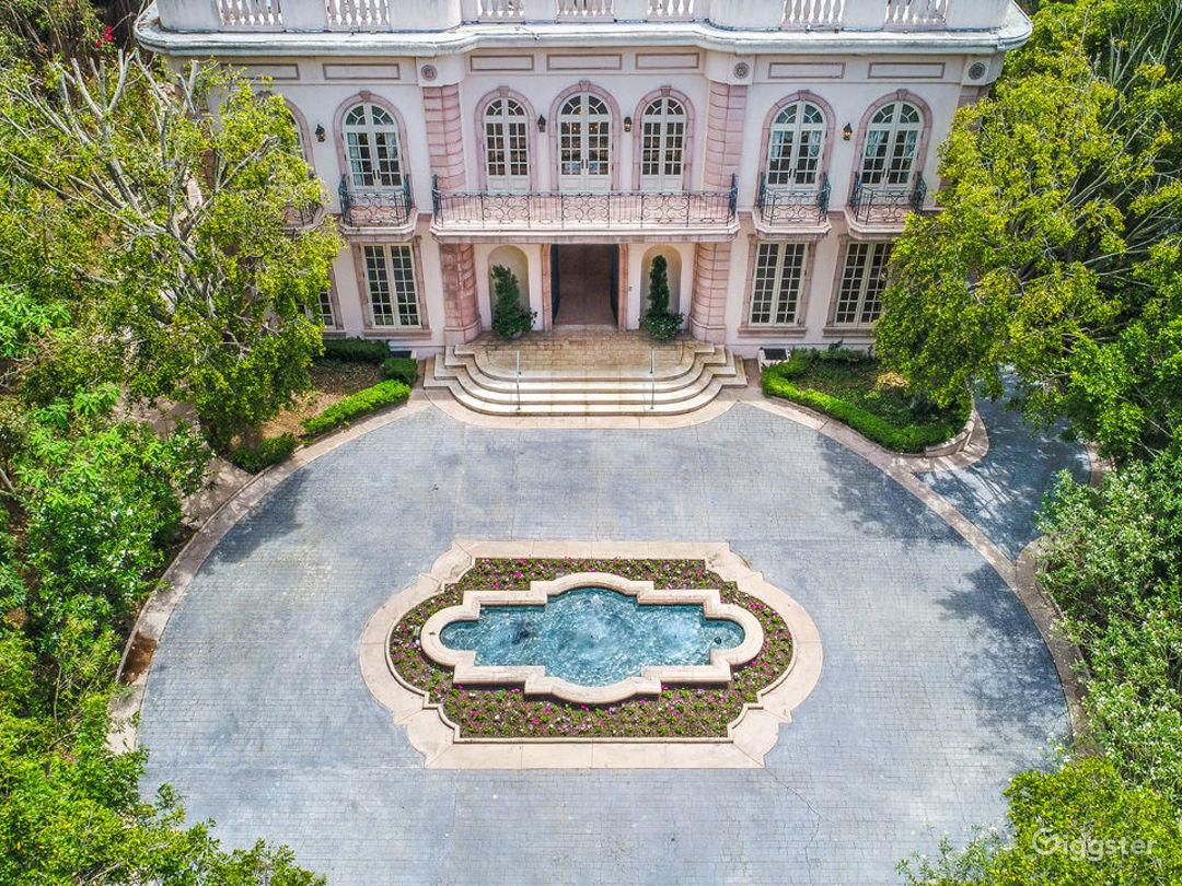 Le Chateau Rose Photo 4