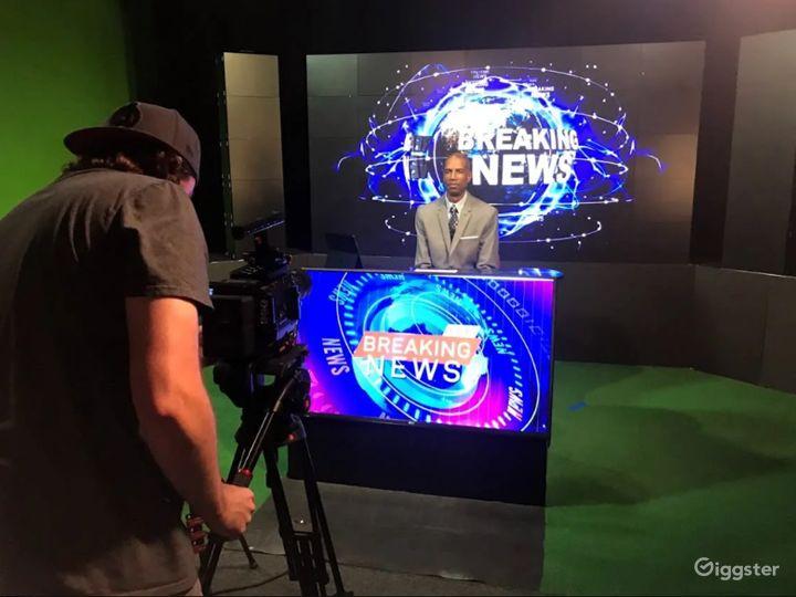 Live Broadcast TV Studio with Green Screen  Photo 2