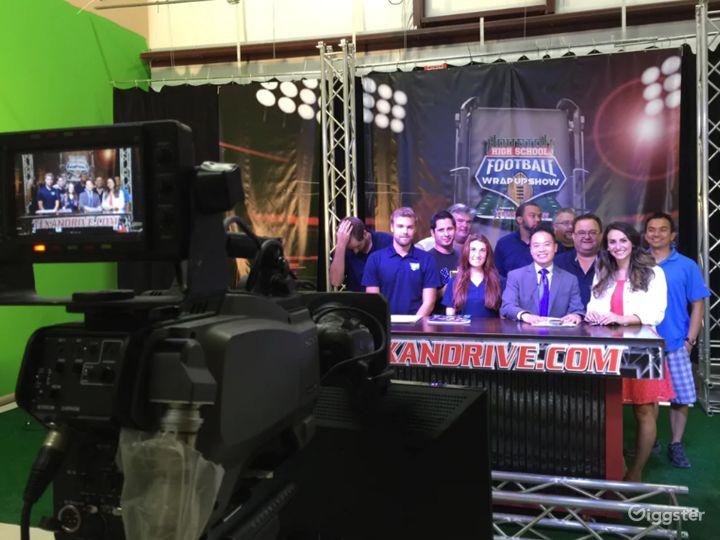Live Broadcast TV Studio with Green Screen  Photo 5