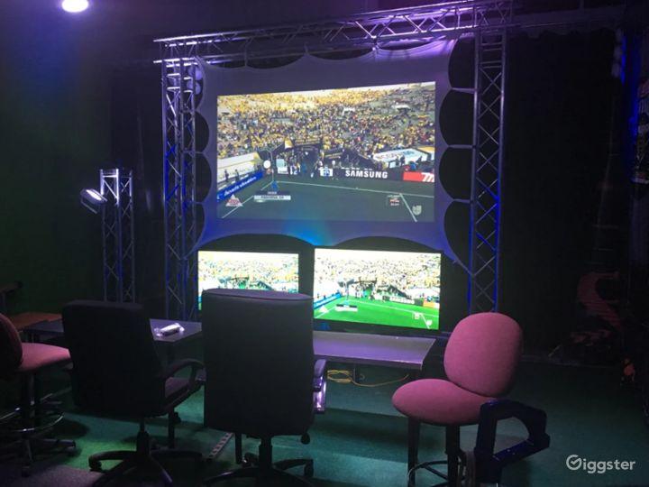 Live Broadcast TV Studio with Green Screen  Photo 4