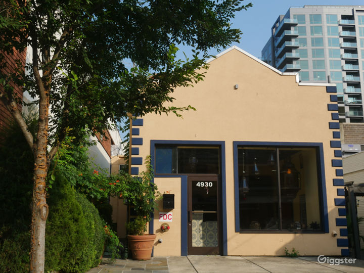The front of the studio. It is in an ideal location in downtown Bethesda's Woodmont Triangle, across the street from a public parking lot (free on weekends). Within 4 blocks are 200 restaurants. No sound limitations. Available all night. Commercial area.