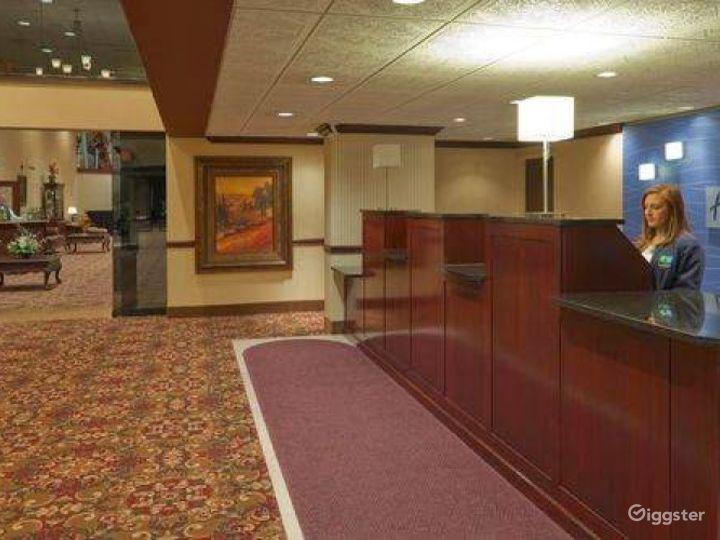 Stunning Lobby Venue in Ohio Photo 2