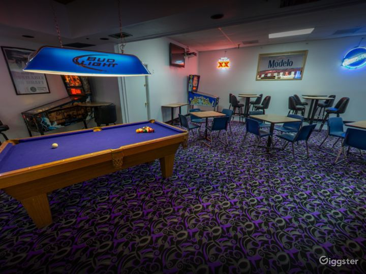Private Bar Area with Pool Table in Tucson Photo 3