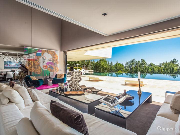 Modern Villa in Beverly Hills Photo 3