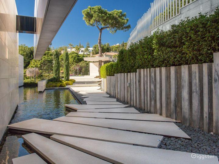 Modern Villa in Beverly Hills Photo 2