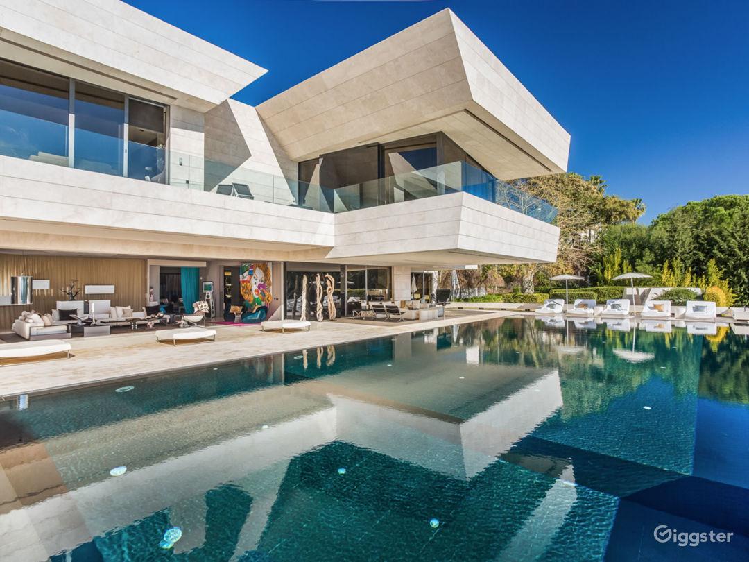 Modern Villa in Beverly Hills Photo 1