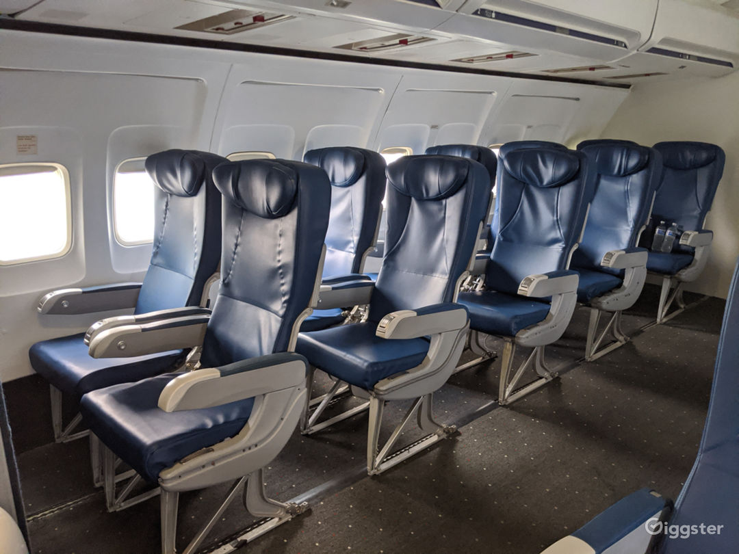 737 Airplane Interior available for filming Photo 1