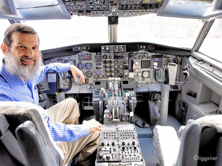 737 Airplane Interior available for filming Photo 4