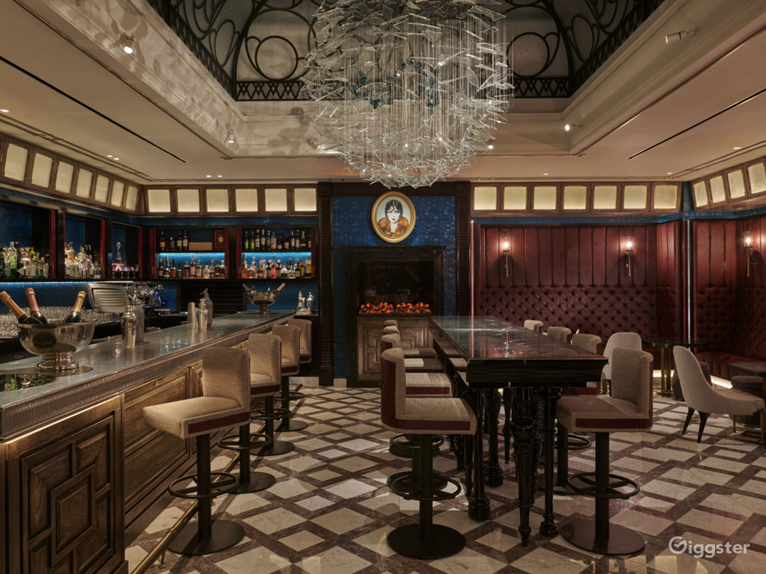 Elegant Victorian-themed Bar and Restaurant in London Photo 1