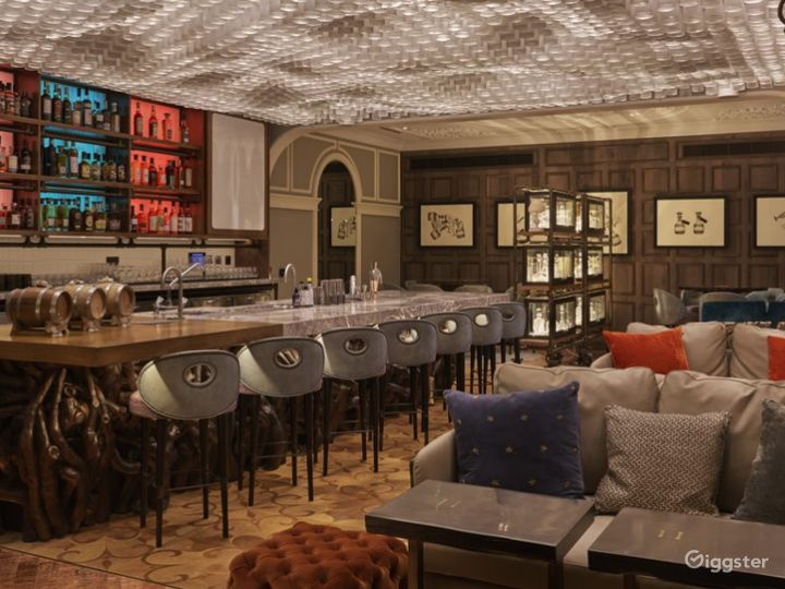 Elegant Victorian-themed Bar and Restaurant in London Photo 3