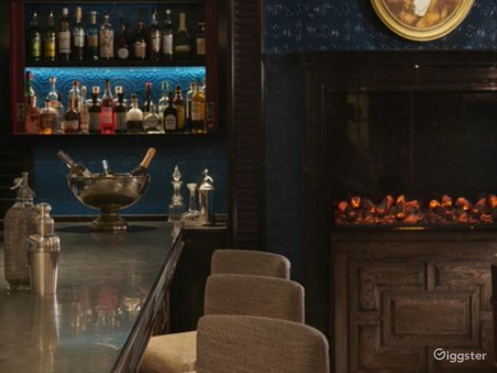 Elegant Victorian-themed Bar and Restaurant in London Photo 5
