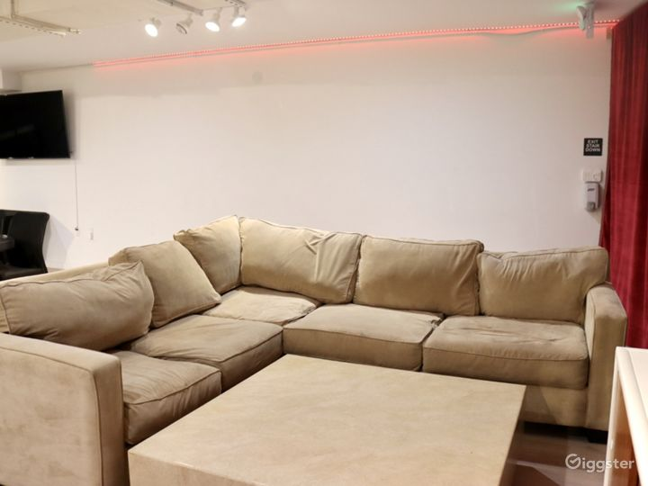 Spacious two story Lounge in West Hollywood Photo 5