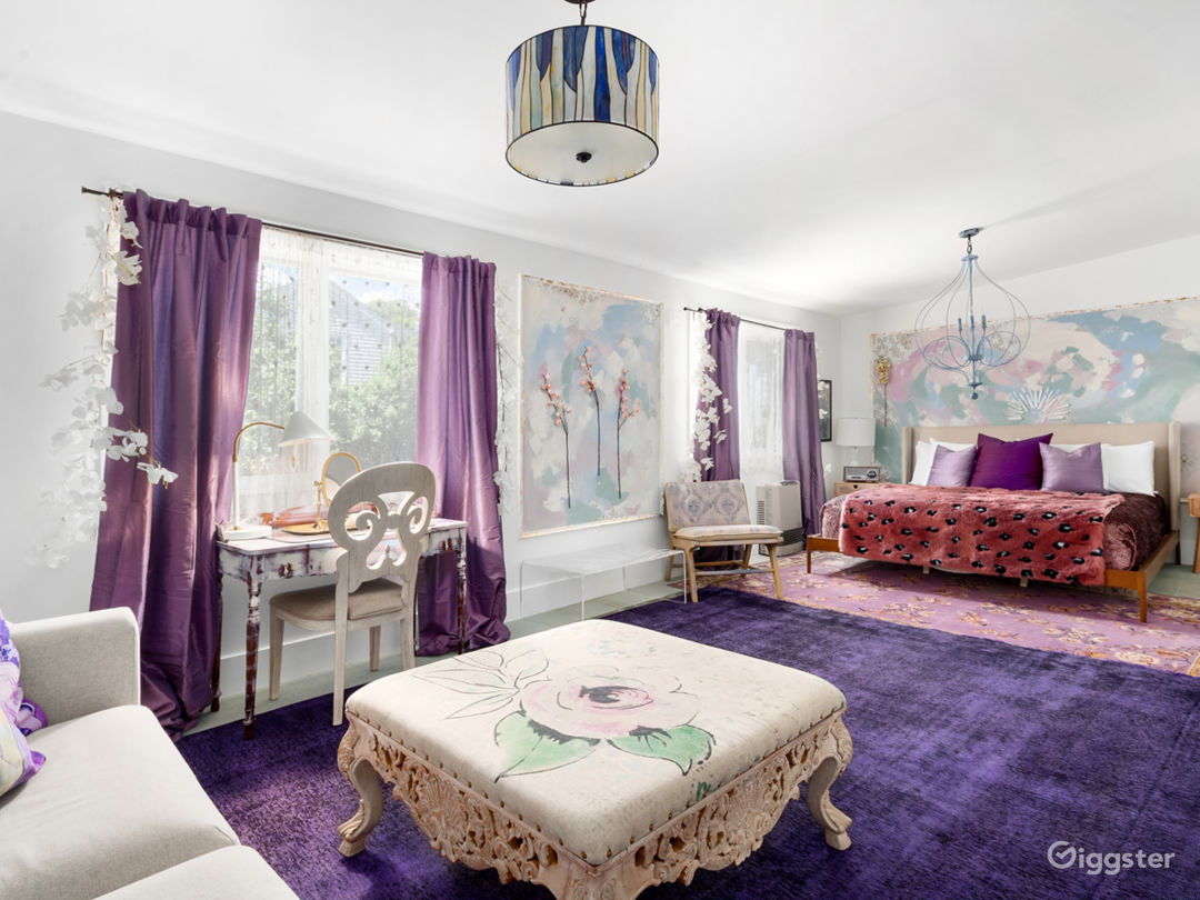 """Large suite """"Goddess"""" with king bed and living space, private bath"""