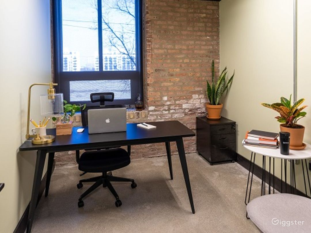 Private Office for 1-2 in Pilsen Photo 1