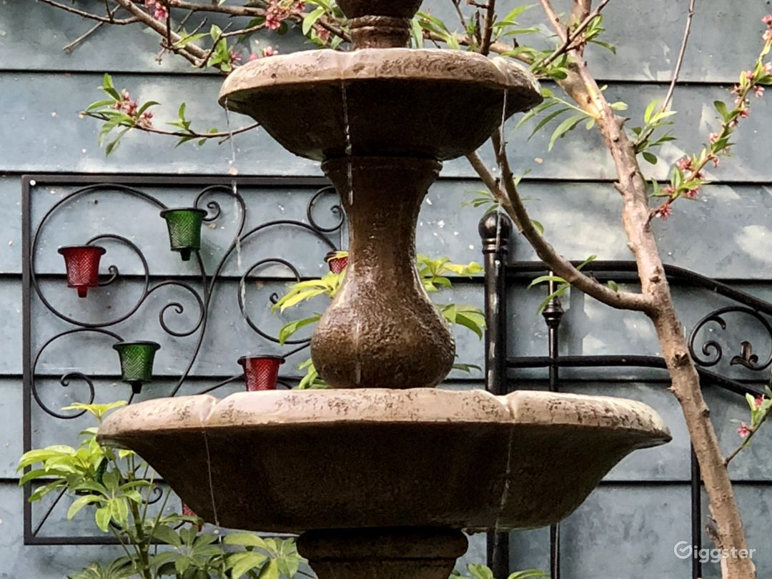Three-tiered water fountain feature