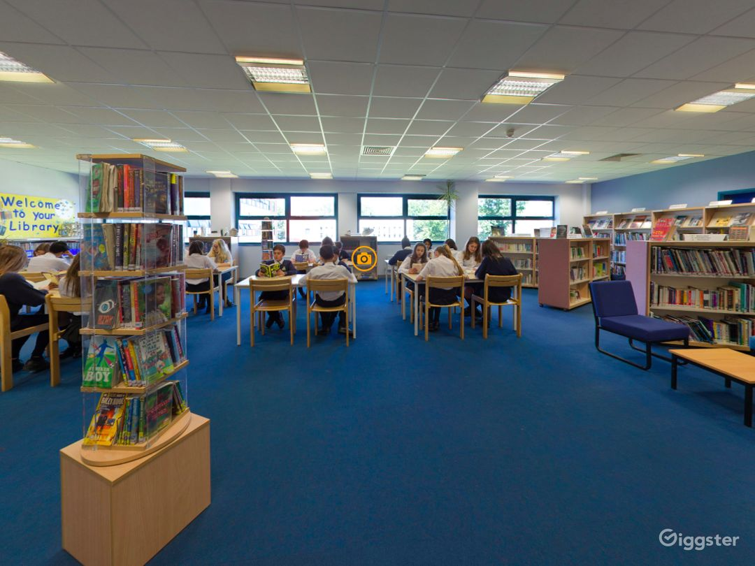Quiet and Cozy Library in London  Photo 1