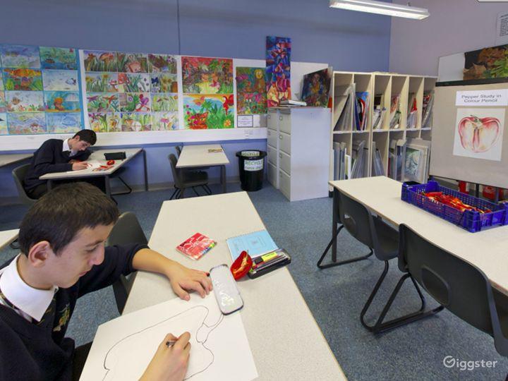 Modern Art Classroom in London Photo 5