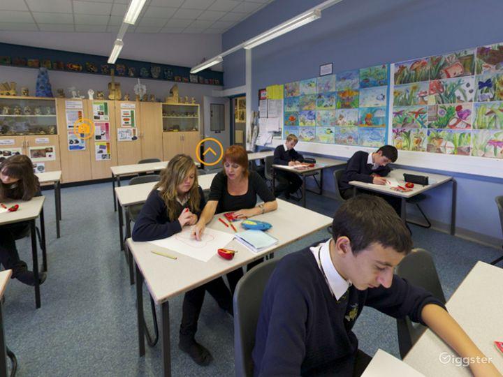 Modern Art Classroom in London Photo 4