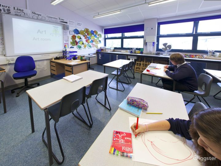 Modern Art Classroom in London Photo 2