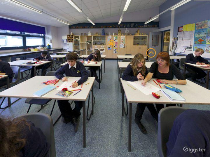 Modern Art Classroom in London Photo 3