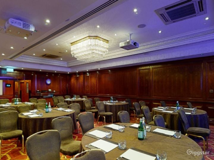 """Beautiful """"Connaught A"""" Event Space in London, Heathrow Photo 4"""