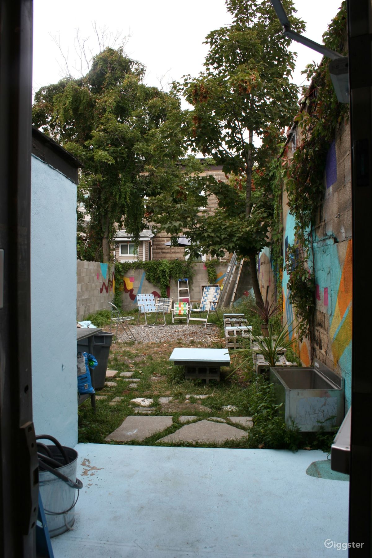 Beautiful Rent The House(residential) Backyard With Colorful Paintings On Walls For  Film/photoshoot
