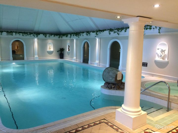 Fascinating Hotel Pool in Oxford Photo 2
