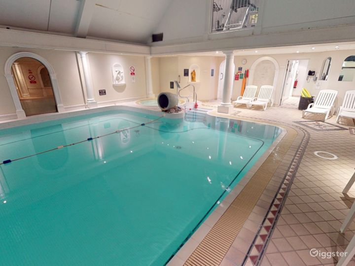 Fascinating Hotel Pool in Oxford Photo 3