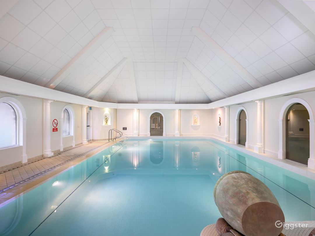 Fascinating Hotel Pool in Oxford Photo 1