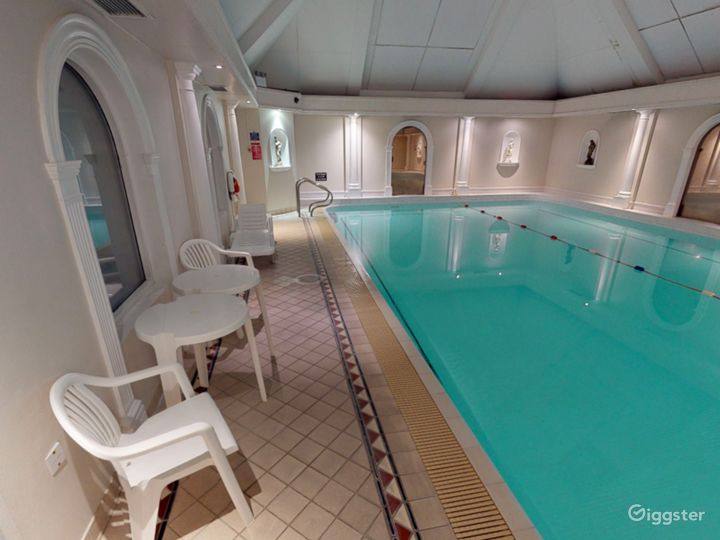 Fascinating Hotel Pool in Oxford Photo 4