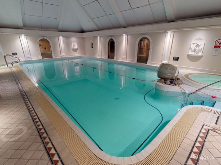 Fascinating Hotel Pool in Oxford Photo 5