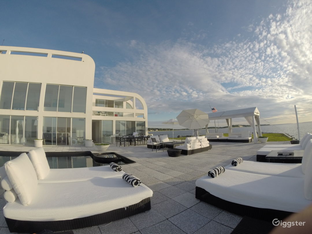 The best location in the hamptons… 360 water Photo 5