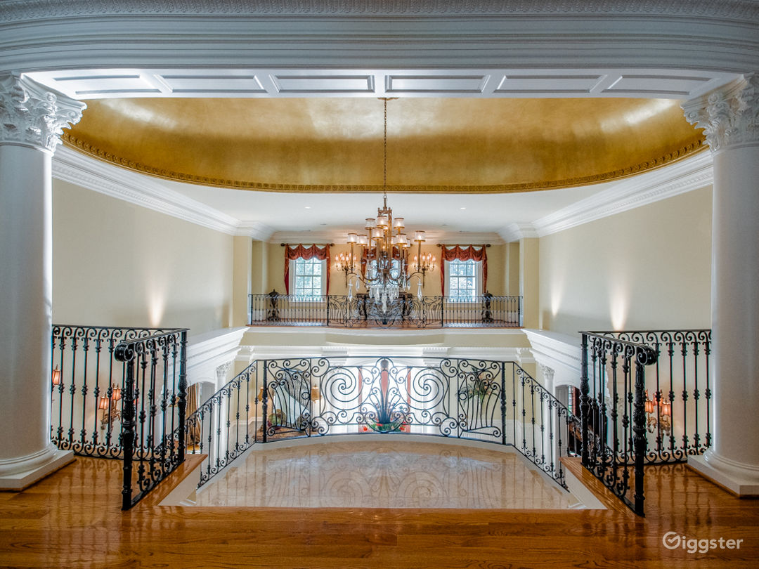 Beautiful Mansion in Roswell with Large Grounds Photo 4