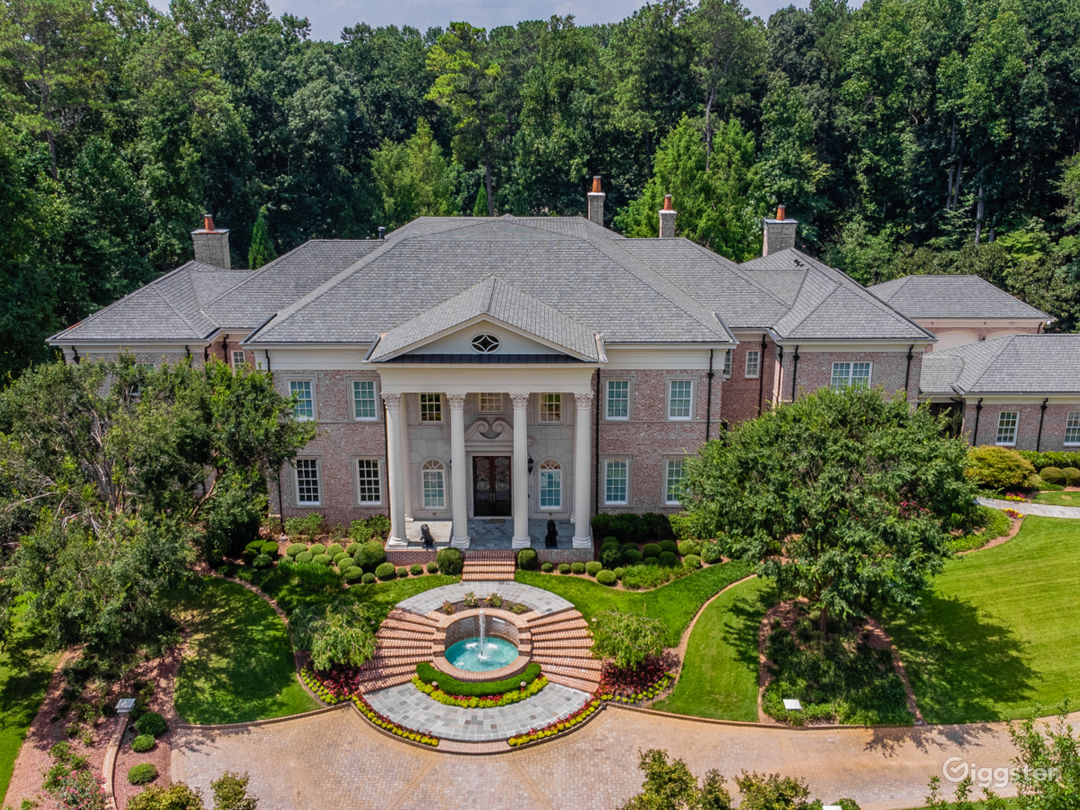 Beautiful Mansion in Roswell with Large Grounds Photo 2