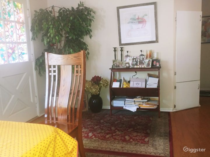 Entry dining room.