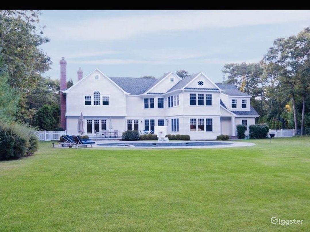 Stunning Hamptons Home w/ Huge Backyard & Pool/Spa Photo 2
