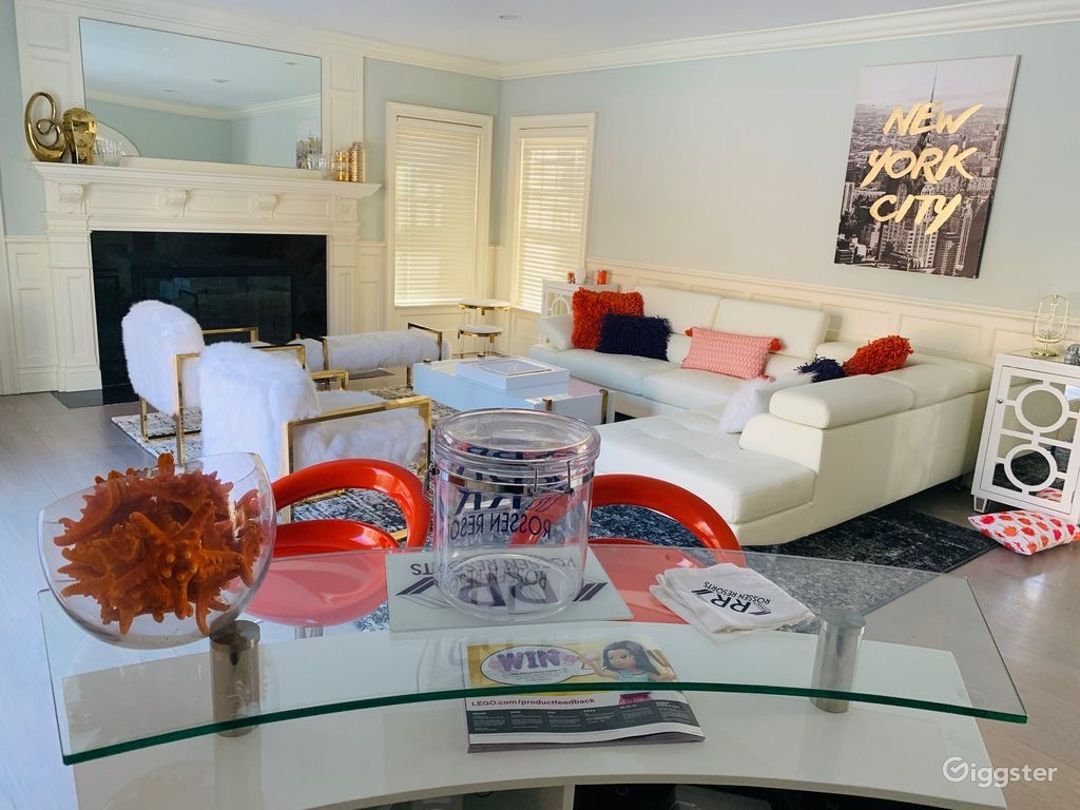 Stunning Hamptons Home w/ Huge Backyard & Pool/Spa Photo 5